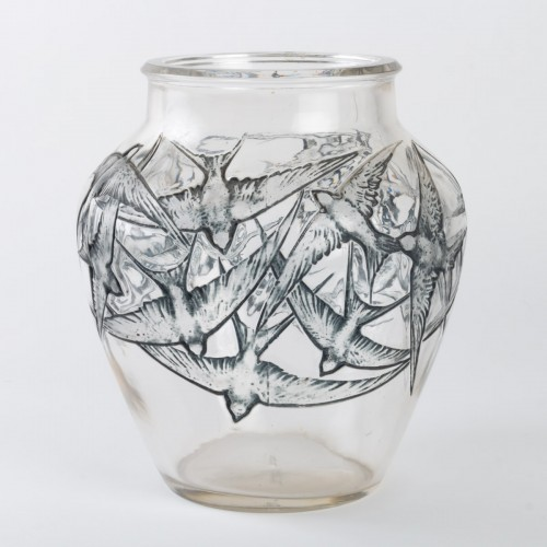 1919 René Lalique - Vase Hirondelles Clear Glass With Blue Enamel - Glass & Crystal Style Art Déco