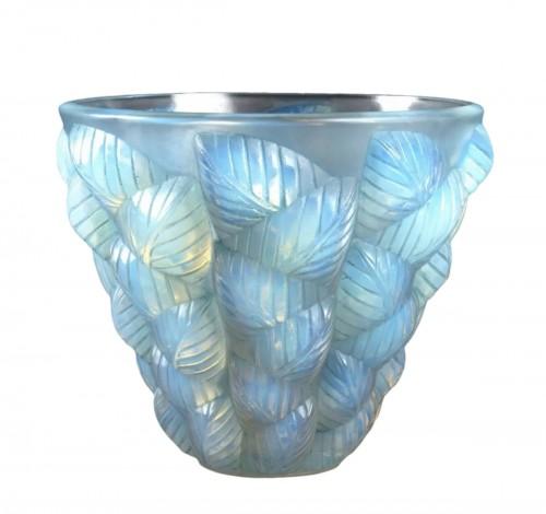 1927 René Lalique - Vase Moissac Opalescent Glass With Blue Patina