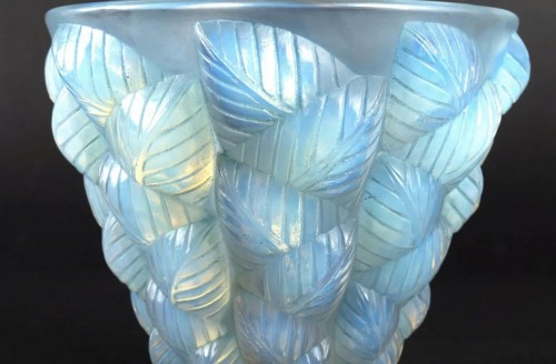 1927 René Lalique - Vase Moissac Opalescent Glass With Blue Patina - Glass & Crystal Style Art Déco