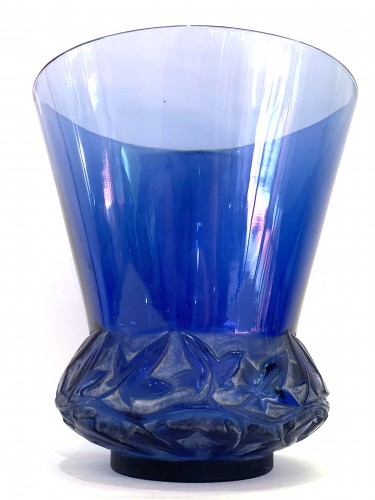 20th century - 1930 René Lalique - Vase Lierre In Blue Glass With White Patina