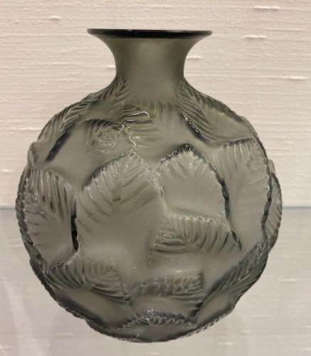 """1926 René Lalique - Vase """"Ormeaux""""  - Glass & Crystal Style Art Déco"""