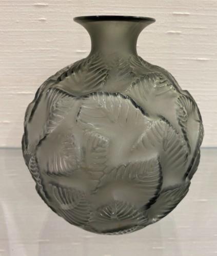 """1926 René Lalique - Vase """"Ormeaux""""  -"""