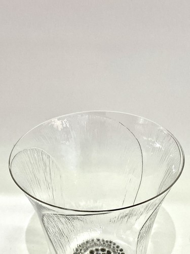 "Glass & Crystal  - 1922 René Lalique - Set Of 8 ""Pavot"" drinking glasses"