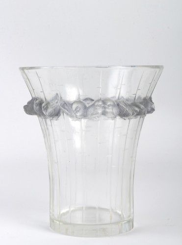 20th century - 1933 René Lalique - Vase Boulouris Clear Glass Blue Patina