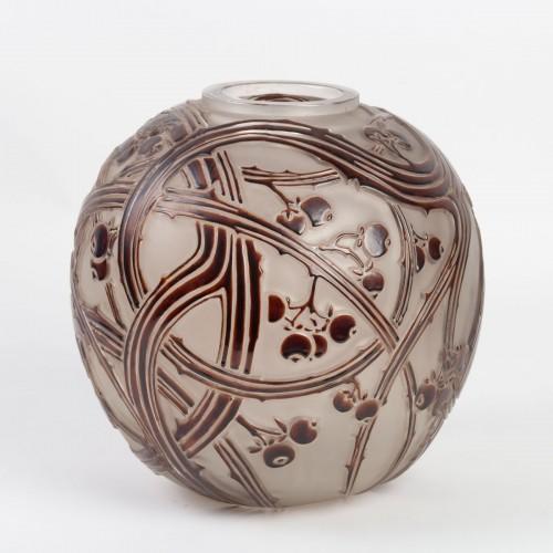 "Glass & Crystal  - 1924 René Lalique - Vase ""Baies"""