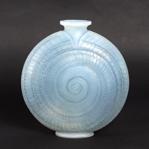 """1920 René Lalique - Vase """"Escargot""""  - Glass & Crystal Style Art Déco"""