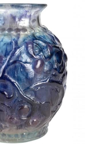 1924 Gabriel Argy-rousseau - Vase Fruits Et Feuilles Blue, Purple Glass -
