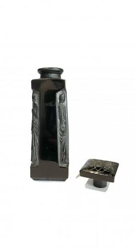 20th century - 1914 René Lalique - Perfume Bottle Ambre D'Orsay Black Glass White Patina