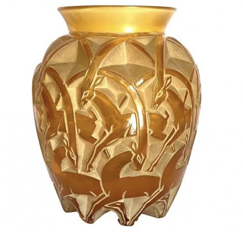 """1931 René Lalique - Vase """"Chamois"""""""