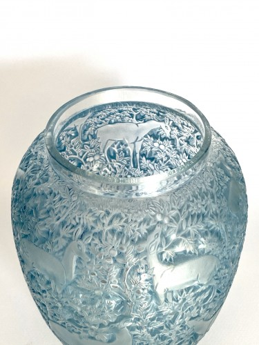 Glass & Crystal  - 1931 René Lalique - Vase Biches Frosted Glass With Blue Patina