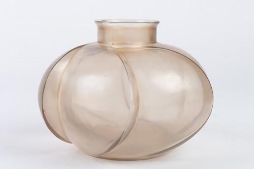 "Glass & Crystal  - 1928 René Lalique - Vase ""Périgord"""