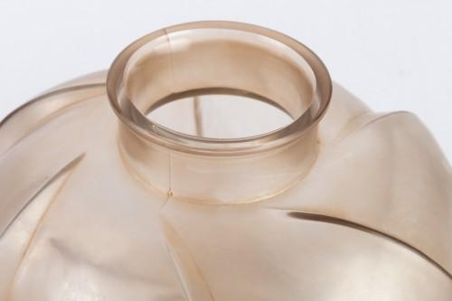 """1928 René Lalique - Vase """"Périgord""""  -"""
