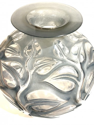 Glass & Crystal  - 1926 René Lalique - Vase Sophora