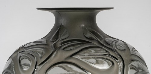 1926 René Lalique - Vase Sophora -