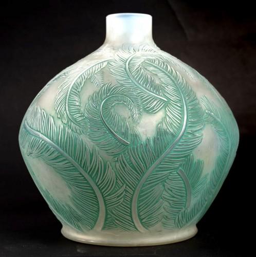 20th century - 1920 René Lalique - Vase Plumes