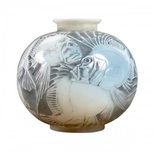 1921 René Lalique - Vase Poissons Cased