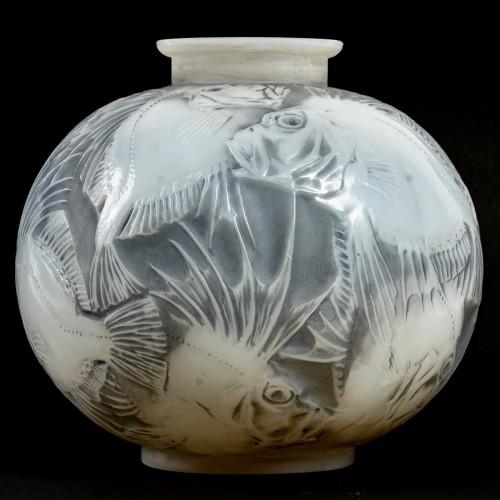 1921 René Lalique - Vase Poissons Cased -