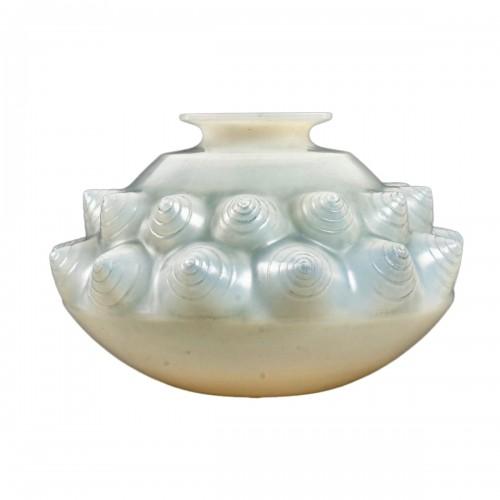 1927 René Lalique - Vase Dordogne Cased