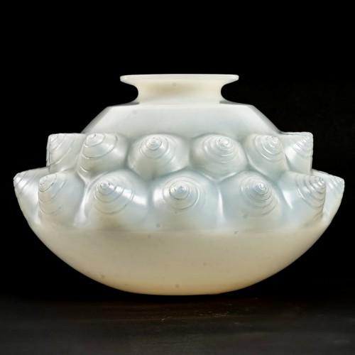 1927 René Lalique - Vase Dordogne Cased -