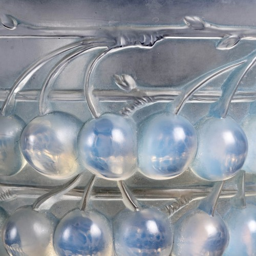 Glass & Crystal  - 1930 René Lalique - Vase Montmorency