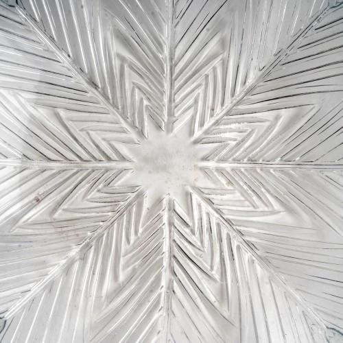 """1932 René Lalique - """"Oeillet"""" Bowl Plate -"""