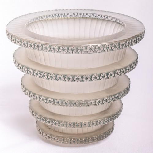 """20th century - 1930 René Lalique - """"Chevreuse"""" Vase"""