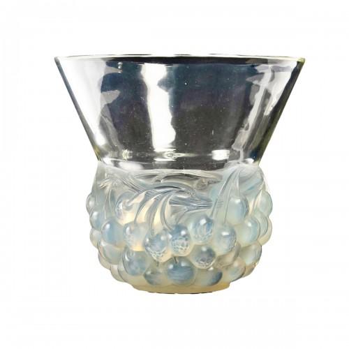 1930 René Lalique - Vase Cerises