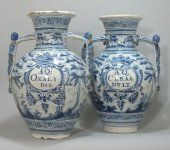 Talavera (spain) important pair of apothecary jars - circa 1700