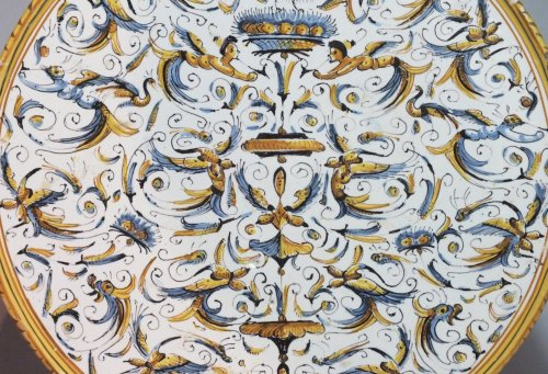 Dish with decoration of grotesques - XVIIth Century - Porcelain & Faience Style