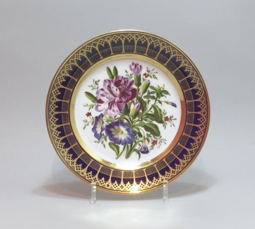 Paris Darte Plate decorated with a bouquet of flowers Nineteenth