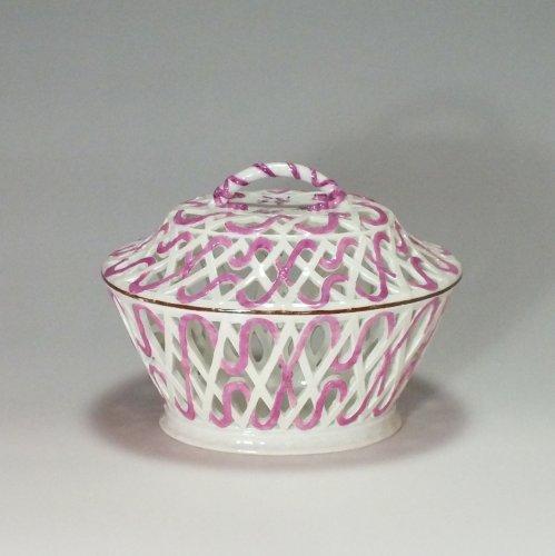 Meissen - Chestnut covered bowl - eighteenth century