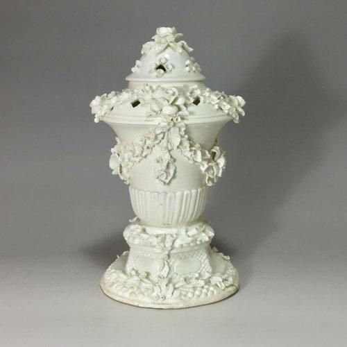 Porcelain & Faience  - Pot pourri covered - Saint Cloud 18th century