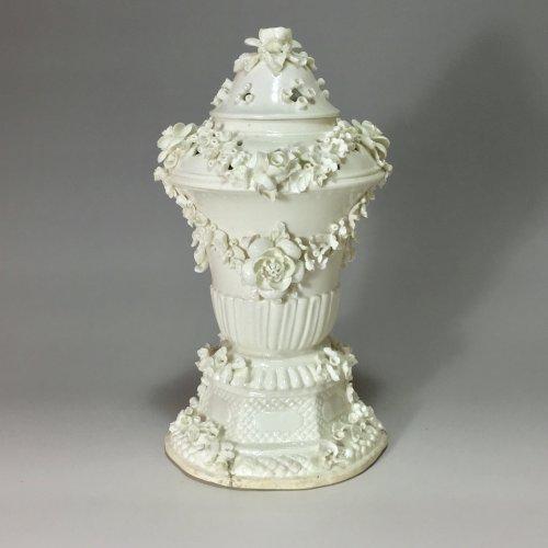 Pot pourri covered - Saint Cloud 18th century -