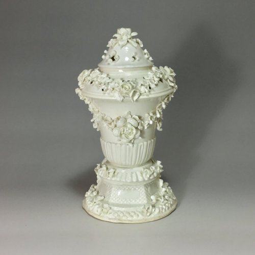Antiquités - Pot pourri covered - Saint Cloud 18th century