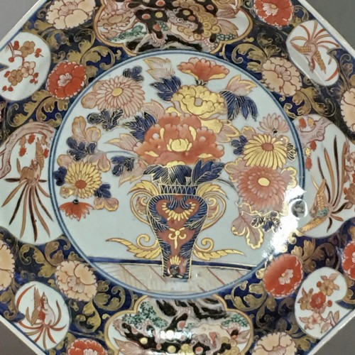 Porcelain & Faience  - Pair of large dishes with imari decoration - Japan Early eighteenth century