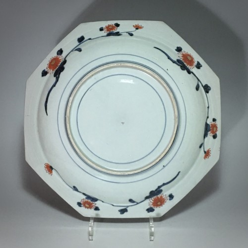 Pair of large dishes with imari decoration - Japan Early eighteenth century -