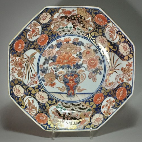 18th century - Pair of large dishes with imari decoration - Japan Early eighteenth century