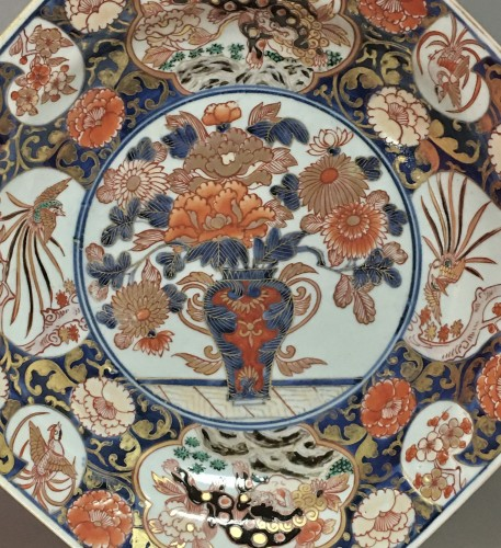 Pair of large dishes with imari decoration - Japan Early eighteenth century - French Regence