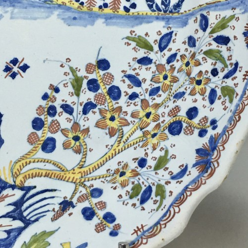 18th century -  Dish decorated with Chinese - Moulins 18th century