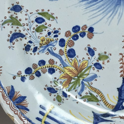 Dish decorated with Chinese - Moulins 18th century - Louis XV