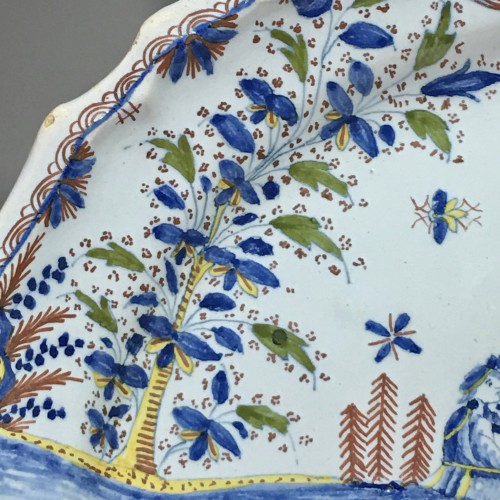 Louis XV -  Dish decorated with Chinese - Moulins 18th century
