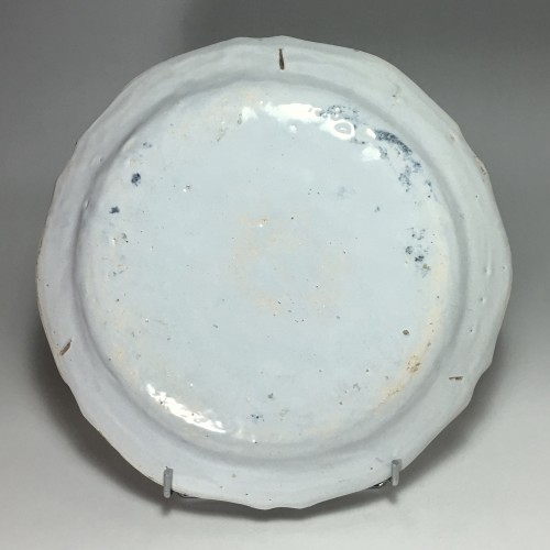 Antiquités -  Dish decorated with Chinese - Moulins 18th century