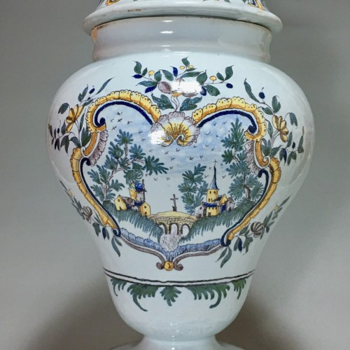 Moulins - Large vase covered with pharmacy - eighteenth century - Porcelain & Faience Style Louis XV