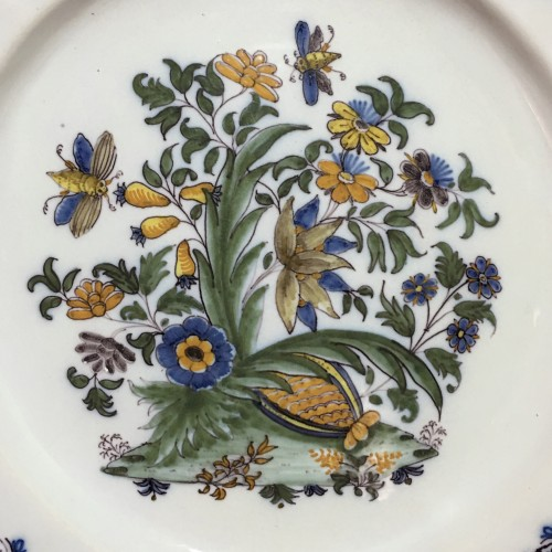 Moustiers - rare plate with pomegranate - eighteenth century - Porcelain & Faience Style Louis XV