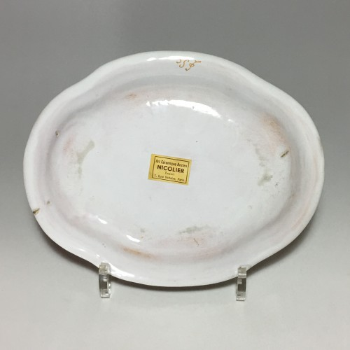 Small dish decorated with a hunting scene - Moustiers 18th century -
