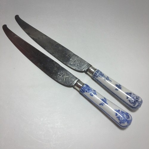 18th century - Saint Cloud - Rare pair of knives, blades struck with coats of arms  - eigh