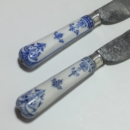 Saint Cloud - Rare pair of knives, blades struck with coats of arms  - eigh - French Regence