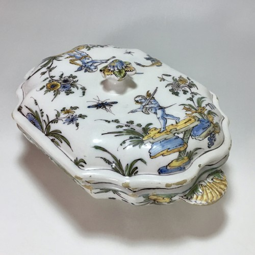 Porcelain & Faience  - Terrine earthenware Lyon - Pierre Mongis period - eighteenth century