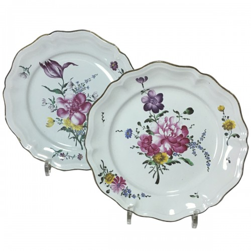 STRASBOURG - Pair of plates in fine quality - Eighteenth century