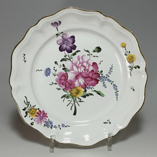 STRASBOURG - Pair of plates in fine quality - Eighteenth century - Porcelain & Faience Style Louis XV